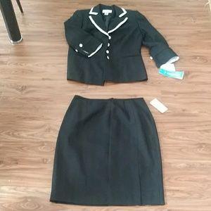 Liz Claiborne First Issue 3pc suit Size 12